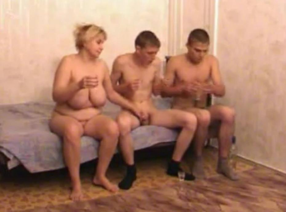 Секс с двумя зрелыми женщинами видео фото 267-266