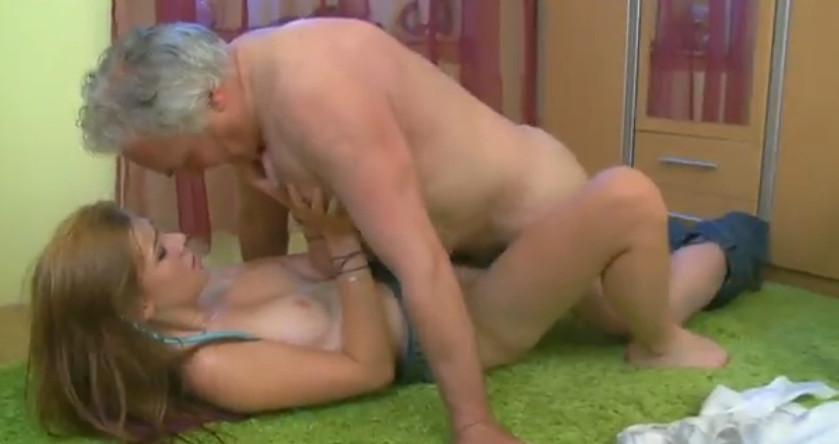 Порно дед пристает к девушке внука